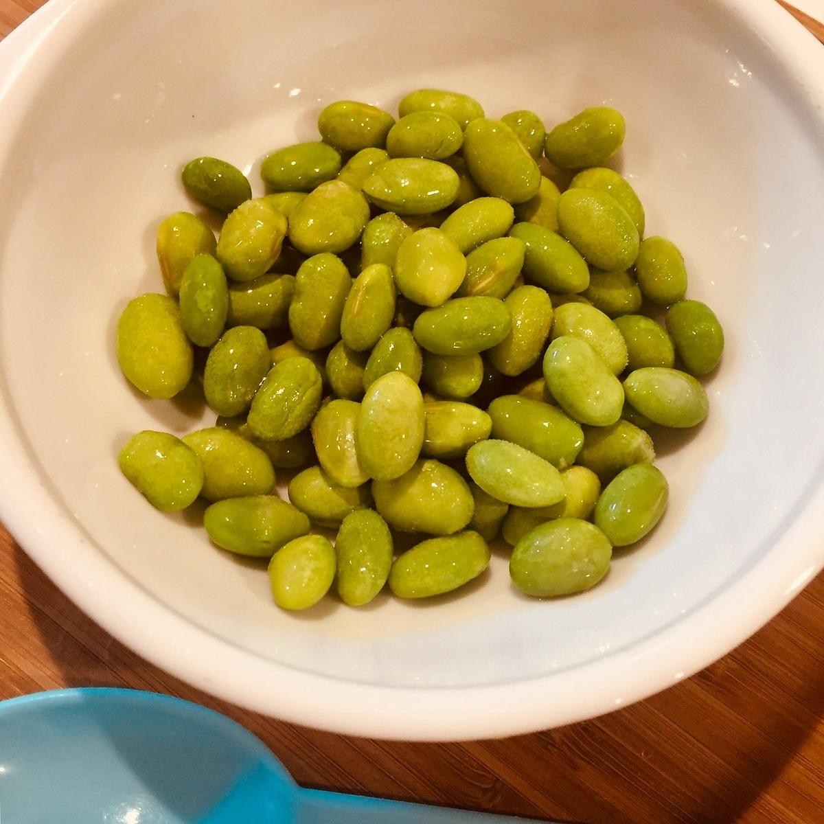 Peeled soybeans