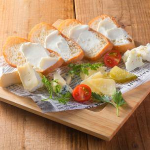 4種のチーズの盛り合わせプレート