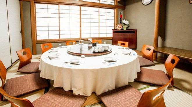 2階はお座敷をご用意!個室も完備で、接待、大宴会など様々なシチュエーションに対応可能となっております!食べ放題バイキングでワイワイ楽しむも良し、コース料理で堪能していただくも良し、皆様のご要望に合う場所が見つかります!