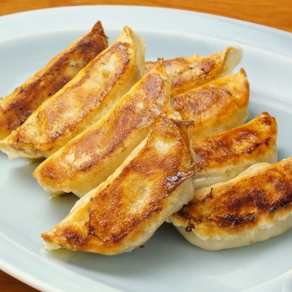 파리 파리 한입 만두 / 부추 콩나물 볶음