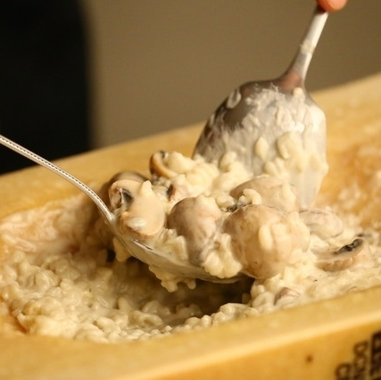 Cheese Risotto of Mushroom from Okayama Prefecture to finish with large cheese vessel