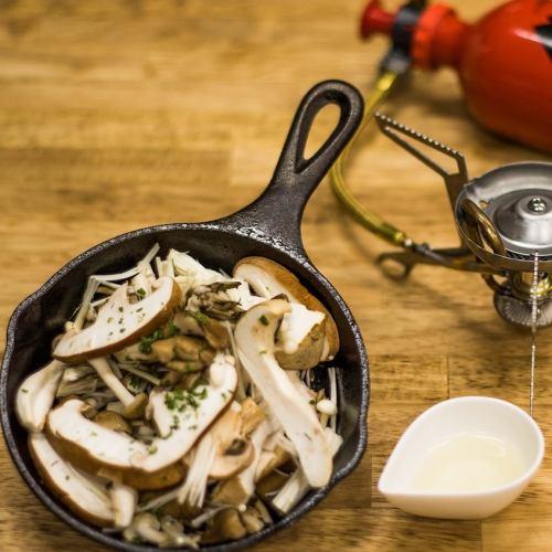 6種のキノコのガーリック白ワイン煮