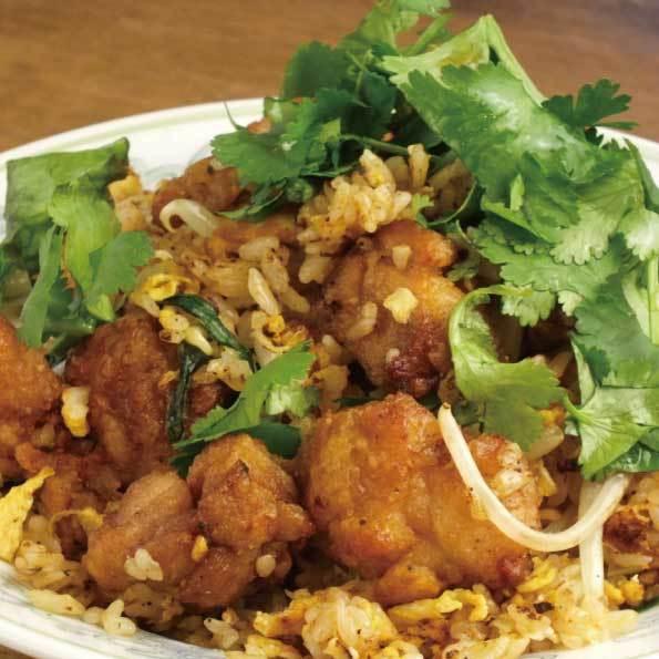 揚げ鶏のトムヤムパクチー炒飯