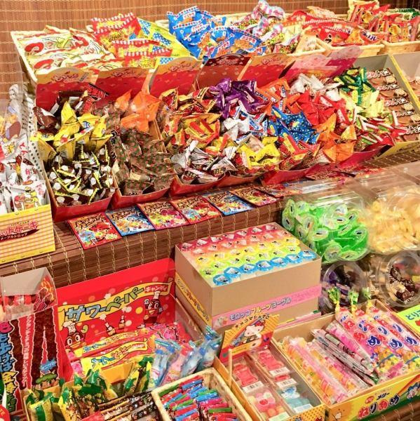200種類の懐かしい駄菓子から好きな物を好きなだけ♪【駄菓子食べ飲み放題】でお祭り気分♪