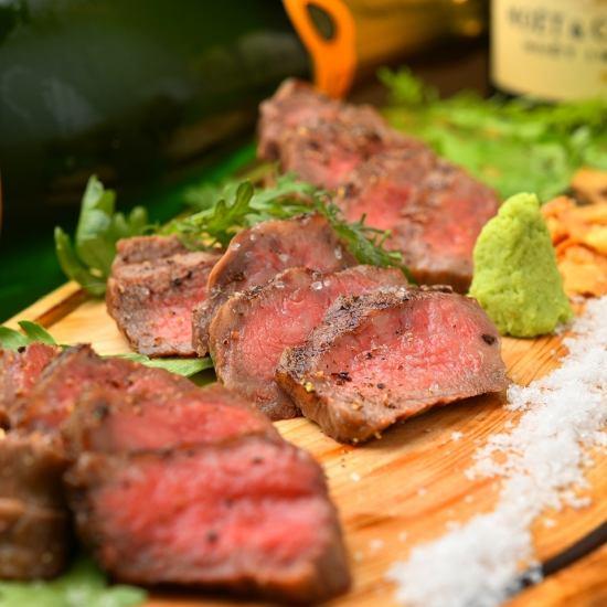 国産黒毛和牛を飼育する下村畜産から直仕入れ!絶品肉料理の数々