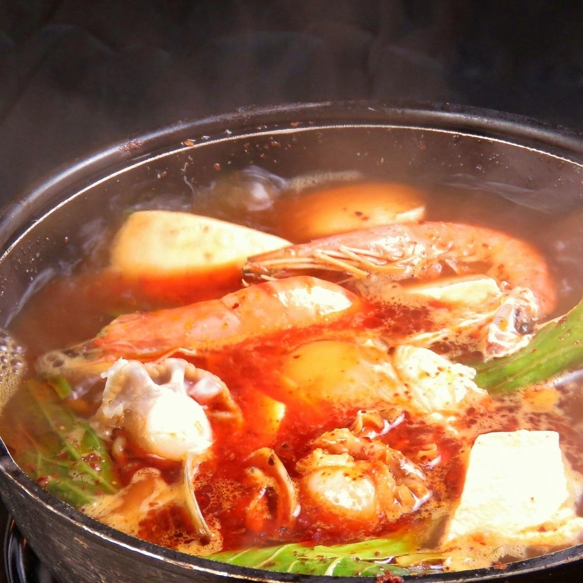 チーズフォンデュ/スンドゥブ(韓国風海鮮チゲ鍋)