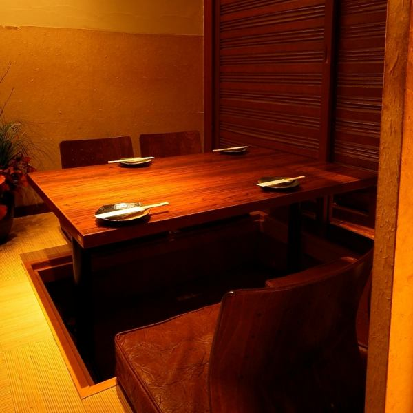 If you are a small group, here is a digging tatami room in a private room ... Please relax relaxingly with a healing space of 200% indirect lighting feeling ♪