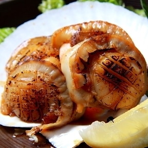 Scallion of beach grilled butter soy sauce with large grain scallops