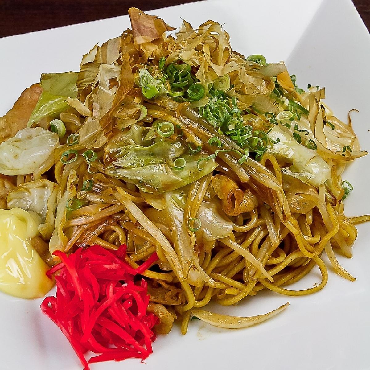Delicious sauce fried noodles