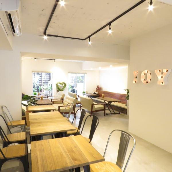 因為它很寬敞,你可以放鬆,享受咖啡,糖果,法式吐司等♪櫃檯座位也可以,所以請不要猶豫,單獨訪問我們!
