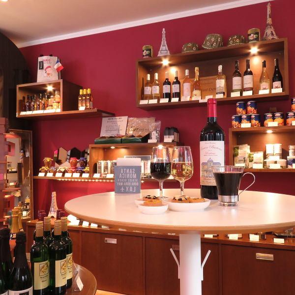 【グラスワイン(1品付)500円(税込)】スタッフおすすめのワインを、キッシュなどのおつまみと共にいかがですか?☆