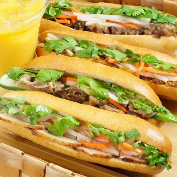 """越南三明治""""Bin Mey""""經理這是真正的味道,將原始的膩子夾在中間"""