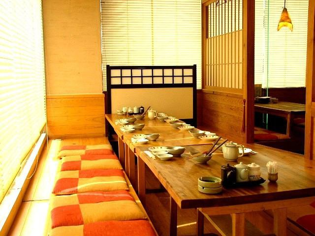 時尚日式風格的建築在店裡被挖座椅你的立場類型。放鬆你!