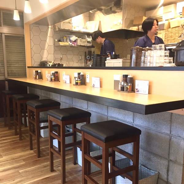 Our shop is also equipped with a counter seat that is easy to use even by one person How about with beer so we have an open kitchen from the counter and you can enjoy the freshly made beef cut in eyes with your eyes ◎
