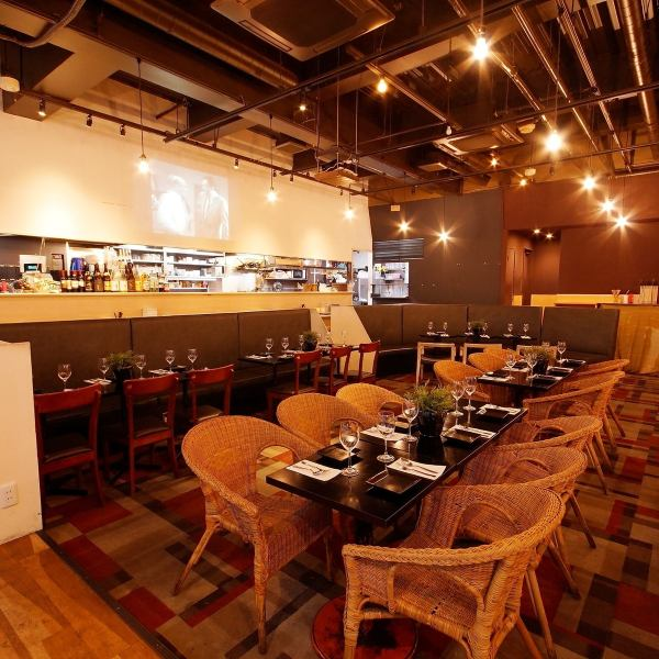 ☆ Projector Available for group of more than 30 people ☆ ■ Designer space ■ SEVEN, night cafe ◎ Space adapted to lunch and scenes / We offer cuisine ☆