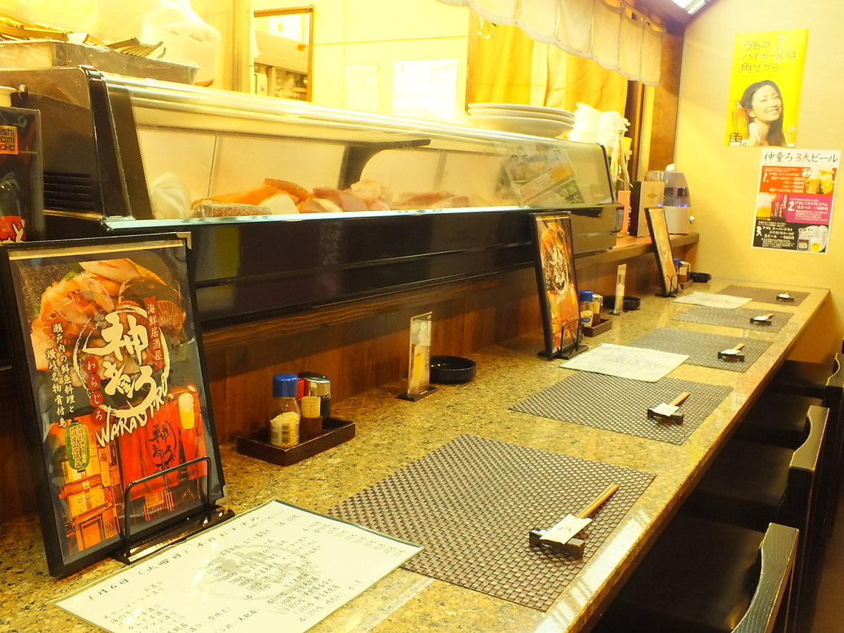 It is a popular counter for regulars and prefectural guests.
