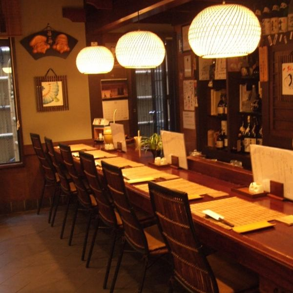 """In """"Taneman Kenjiro"""", we have a counter seat for one person, even for two people to feel free to drop in.A bright and energetic staff welcomes you with the best hospitality."""