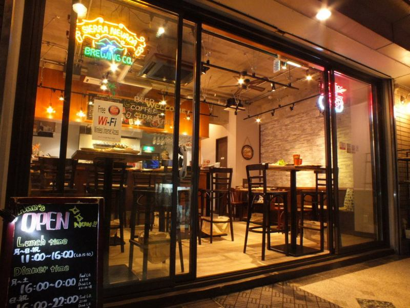 Since the shop is glassed, it is open ☆ Since it is a staircase before the entrance, you can get out of the line of the person walking along the street so do not mind it.As a cafe, as a meeting room, as a banquet hall, Ann's freaky!