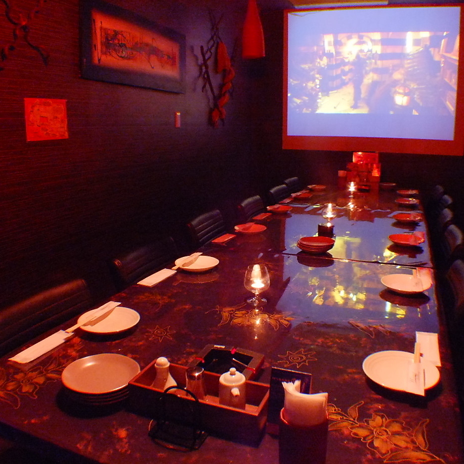 Table private room with projector!