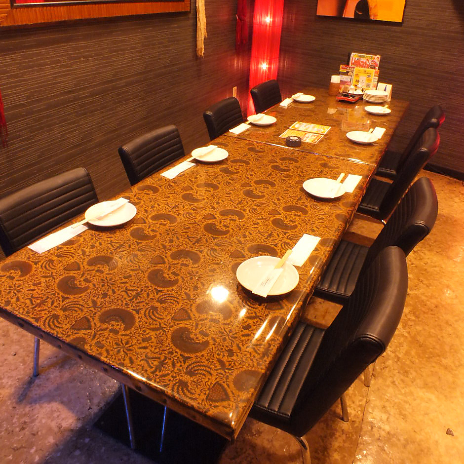 Table private room for 6 to 8 people