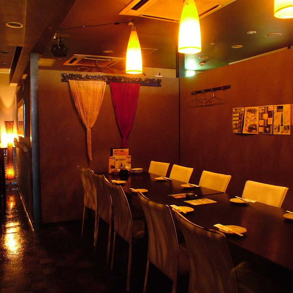 10 to 16 persons table private room