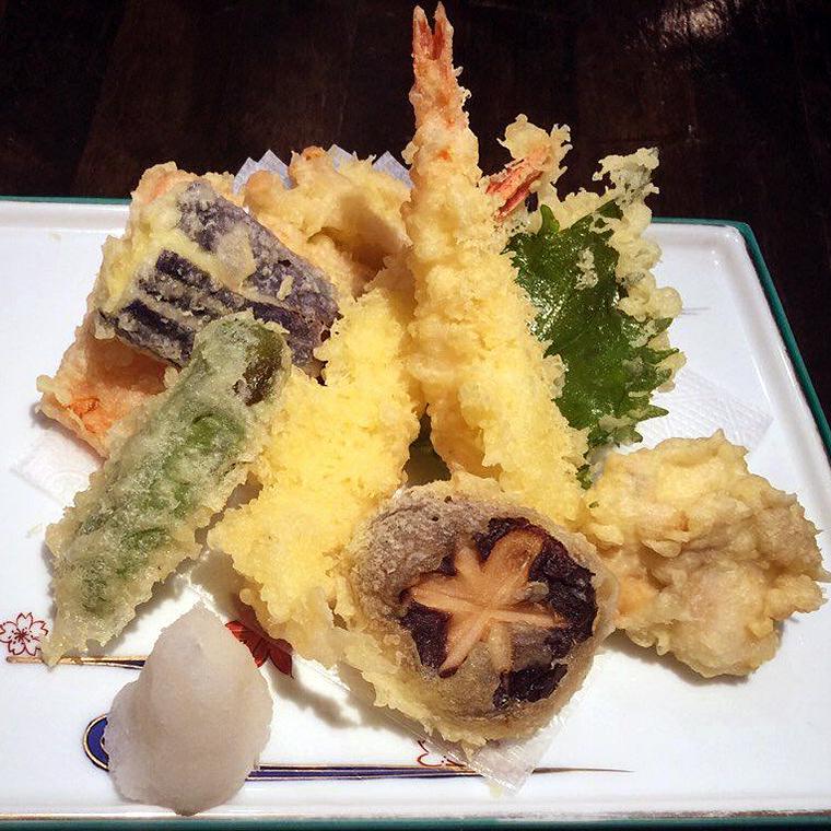天ぷら盛合せ(海老、魚、野菜等)