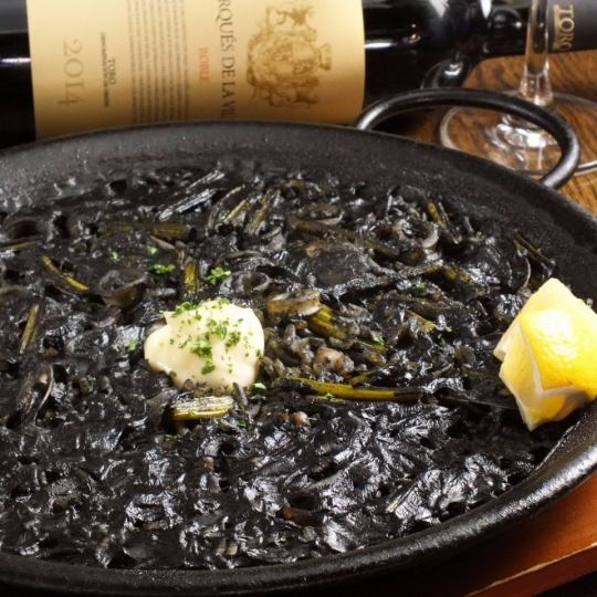 Popular menu you want to eat once ★ Paquia with squid ink ♦ 1500 yen per serving
