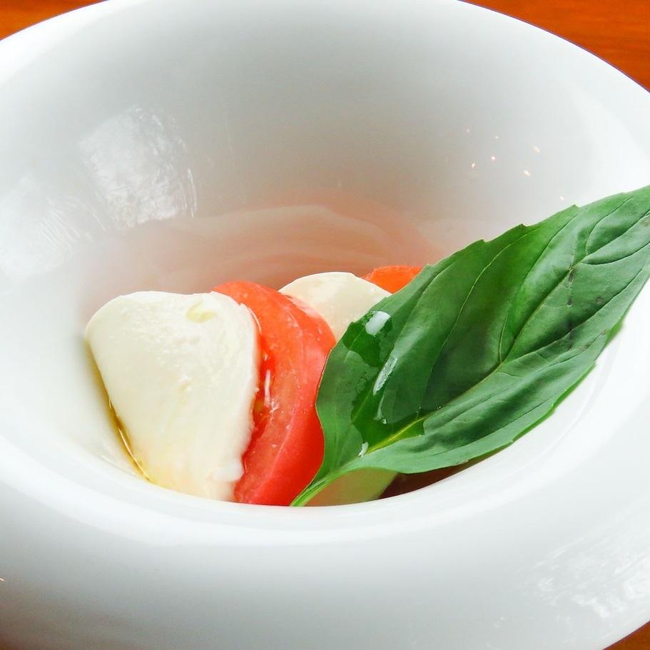 토마토와 모짜렐라의 카프 레세