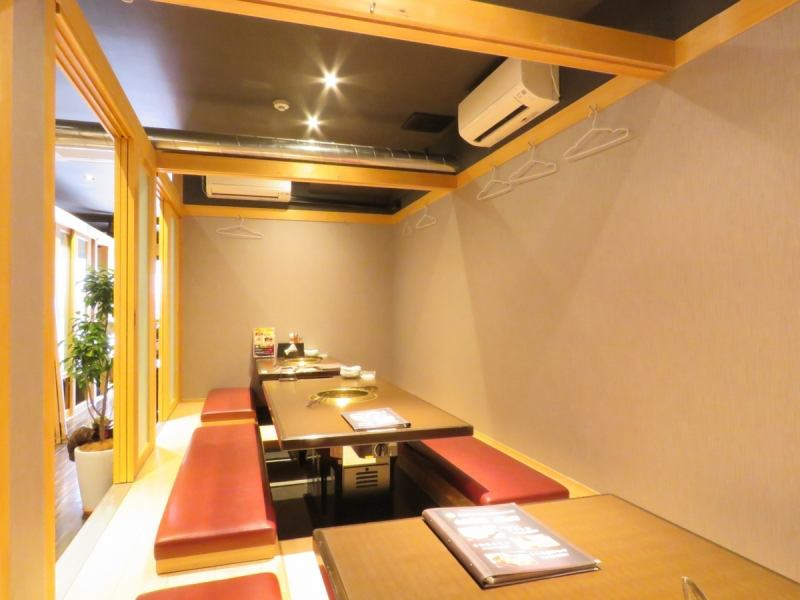 The inside of the store with cleanliness is fully equipped with full individual room! Relaxing relaxing digging seat seats can be used from 2 people up to 20 people ♪