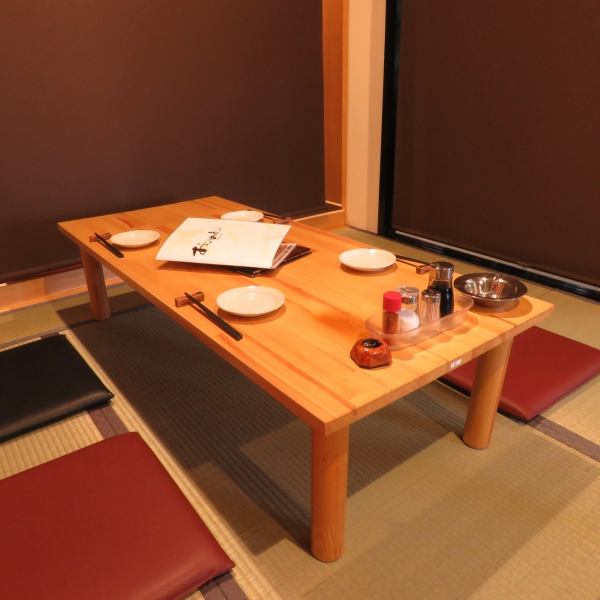 There are 4 tables with a comfortable tatami-mat flooring.You can also partition them with individual roll curtains too!
