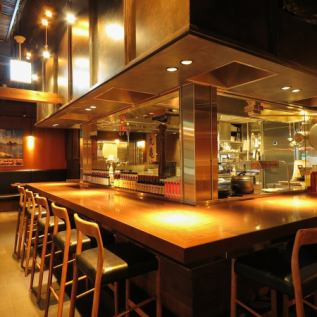 <Counter seat> Counter seating where the kitchen is in front of you.Excited sense that ordered items will be cooked in front of you! There is no doubt that you will have a conversation with your friends.