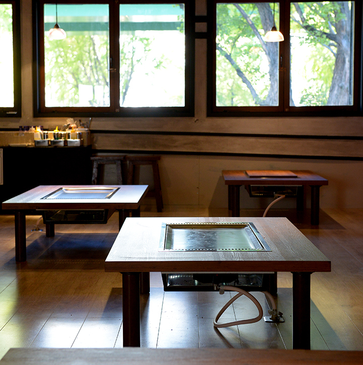 """A spacious interior that can sit comfortably.We also accept banquets.Have a good time feeling the atmosphere of """"Monja"""" bustling."""