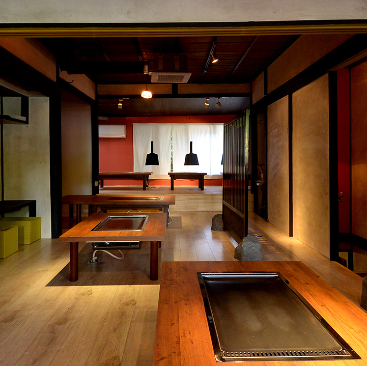 Spacious courtroom seat like a nostalgic family.Space where Japanese and fashion blended.Another new masterpiece burning down common sense! And another specialty teppanyaki chicken! Once you eat it you will want to eat once again, you will be captivated.