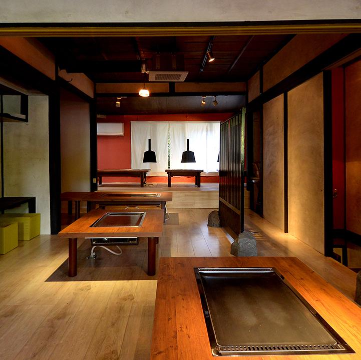 어딘가 그리운 우리 집과 같은 넓은 다다미 방석.일본과 세련된이 융합 된 공간.상식을 뒤집는 새로운 몬쟈 야키! 그리고 또 하나의 명물 철판 구이 치킨! 한 번 먹으면 다시 먹고 싶어지는 ,, 포로가됩니다.