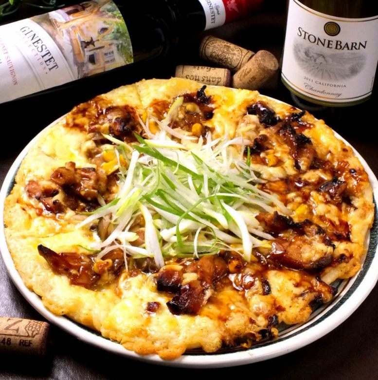 Pizza of teriyaki chicken and green onion