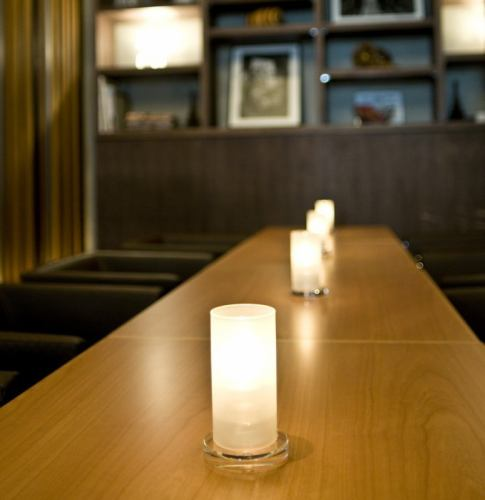It is a calm room of the entertainment lounge recommended for male guests.The old-style space produces adult time.