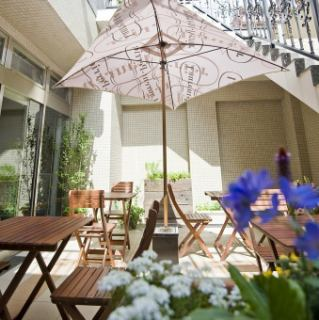 The popular outside terrace.You can enjoy meals with pets such as dogs and cats.1 to 6 people.Please enjoy the charter space with a small number of people.