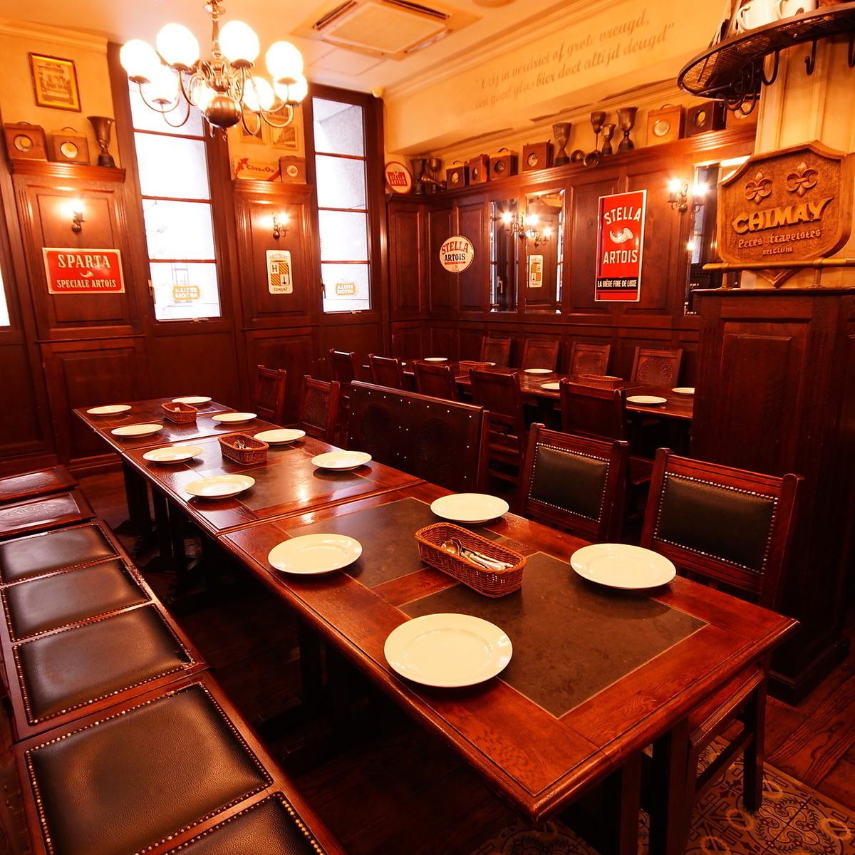 【16人~24個座位】是團體的座位。兩張桌子可以準備超過15人,附近的座位可以準備多達24人。