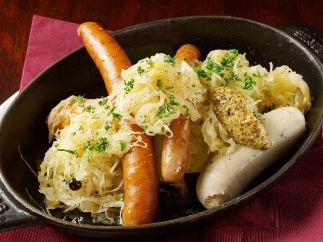 Classic !! 4 kinds of sausage assorted shoveled served