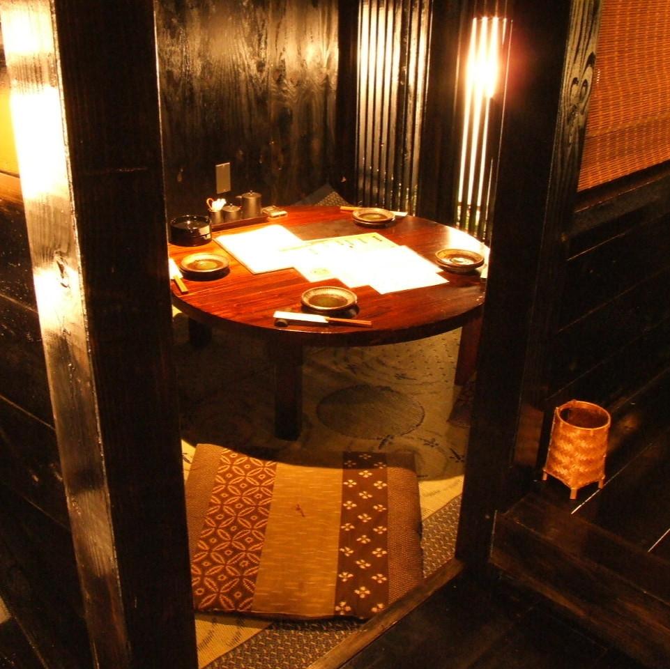 有些房間,您可以在團體內的宴會上享受圍繞圓桌的懷外!