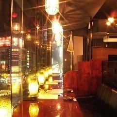 霓虹燈沙發櫃檯座椅適合情侶的熱門座椅!