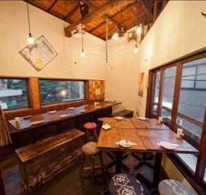 2F フロア貸切(15~24名様)ゆったりした空間で、皆様で一体感あるご宴会をどうぞ。2F席の15名様からのご予約で貸切が できますので、歓送迎会など、各種ご宴会におすすめです。