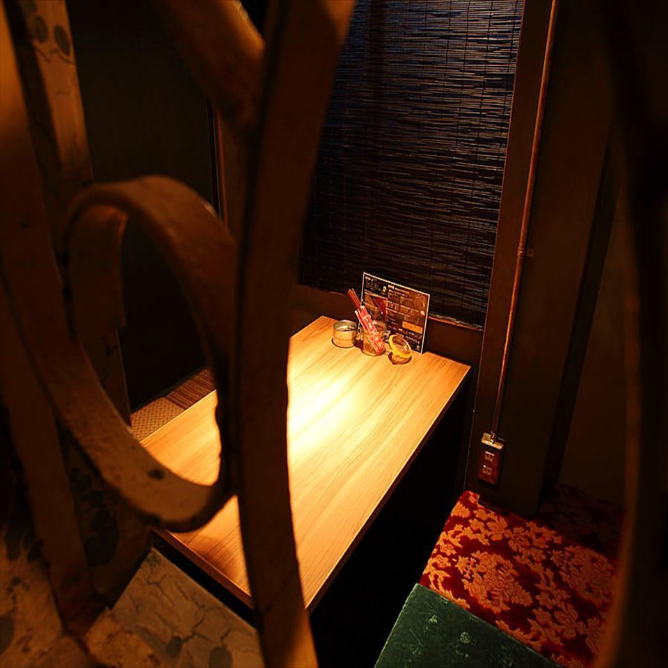 【2F】 2nd floor diggonal tin room available for up to 4 people.Perfect for dating ♪ Please relax your legs in a private space.