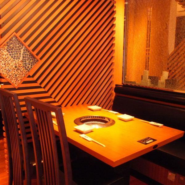 店内全体がおしゃれな雰囲気なので、テーブル席も満足★急な来店でもご満足いただける空間づくりにこだわっています!