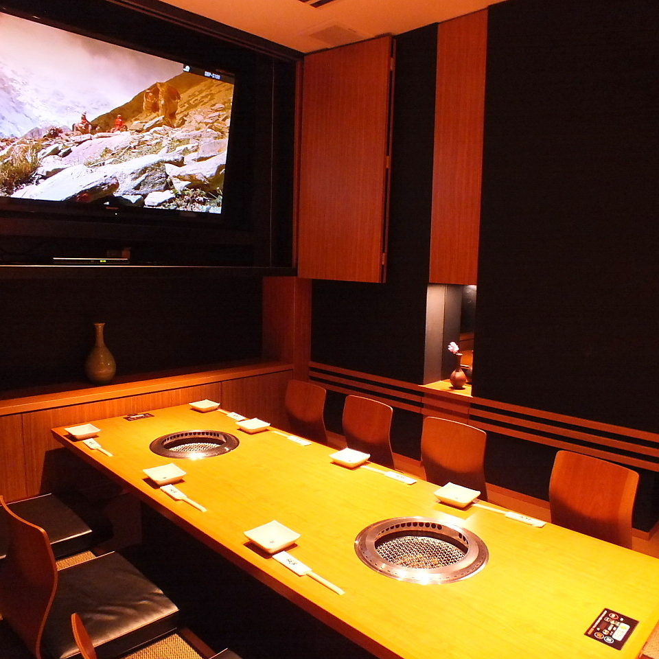 For large-screen monitors, you can use up to 32 people for ordinary seats.For 32 to 70 people, consultation for lodging is also available.