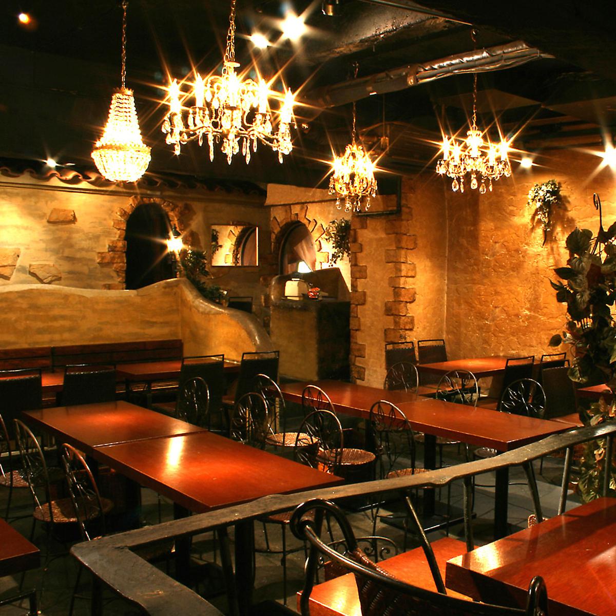 様々なテーブル席をご用意2名様~最大で12名様までのテーブル席と、組み合わせによって色々な人数名様に対応可能です。