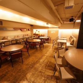 【3階】 シックで落ち着いた雰囲気の空間。移動しやすい歓送迎会や同窓会にもおすすめです♪フロア貸切は30名様~最大80名様まで。