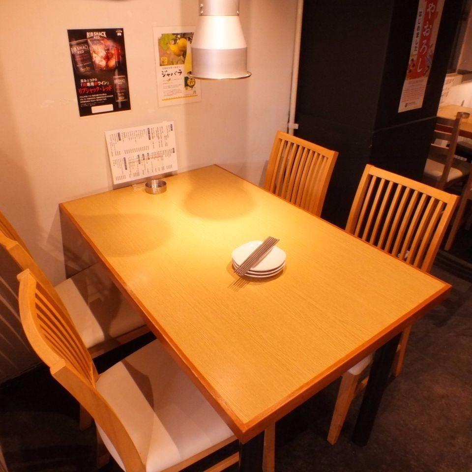テーブル席もご用意しております!