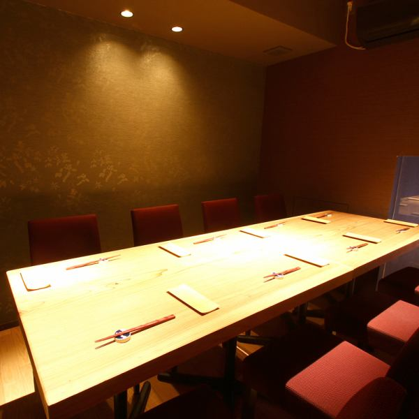1日5組限定の完全個室。岐阜駅近くでは珍しい、高級和食店。完全個室で味わう贅沢和食は会社での接待やご家族でのイベントなどに大変好評。