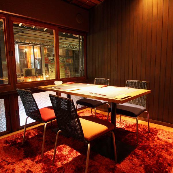 【2F:4名様個室】岐阜玉宮の喧騒を眺める、2Fの完全個室は和食党のプレミアムスペース。